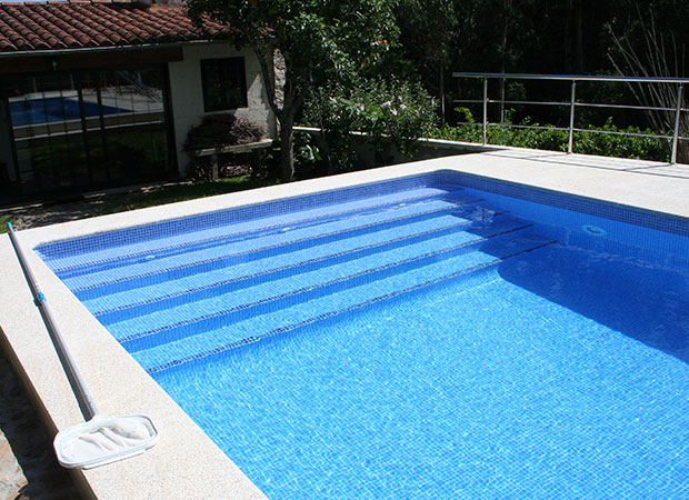 Proyecto en poio for Escalones piscina