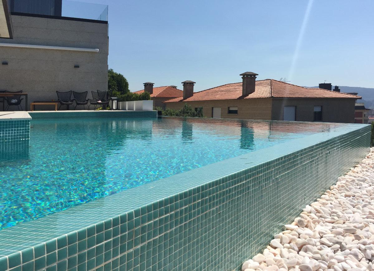 proyecto piscina infinity en a caeira