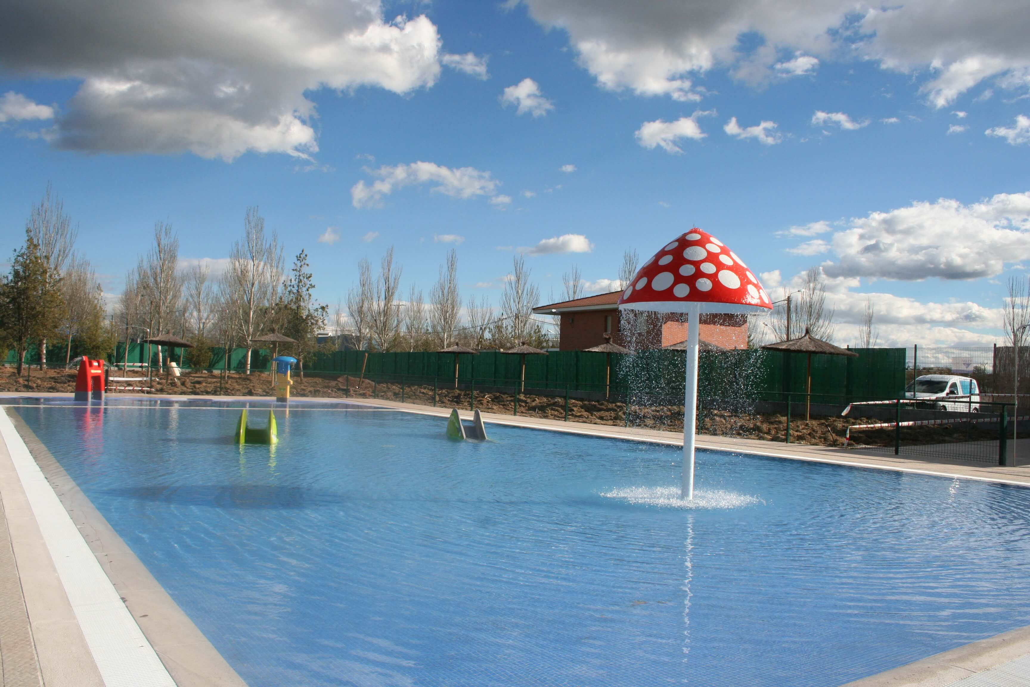 Contractpool piscinas spas e instalaciones deportivas for Piscina publica madrid